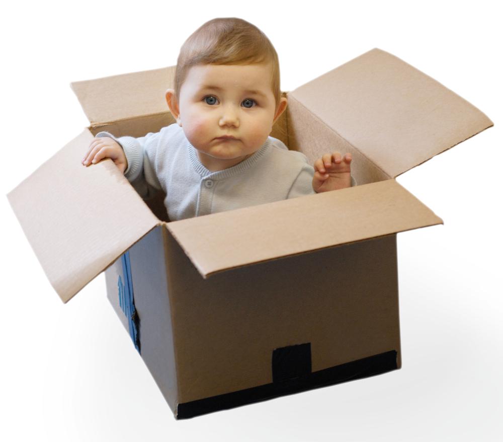 Ребенок в коробке как подарок